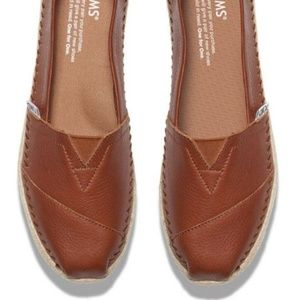 Size 7 Womens Toms Classic in Brown Cognac Leather